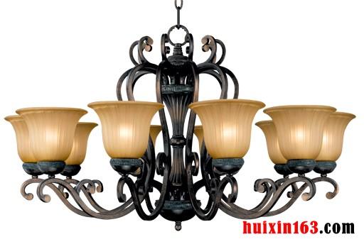 欧式客厅铁艺吊灯的装饰搭配(2)