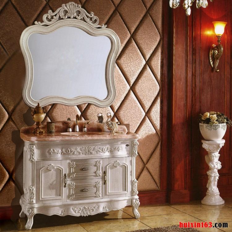 一般人都会觉得,办公室装修装饰等工装,或家庭装修装饰中安装一个柜子没什么大不了,这时往往联想到的是安装摆放普通家具,而忽略了卫浴间的特殊环境、大理石浴柜或大理石台面浴柜的特殊性,大理石材质还是比较适应性好,但是重量、还有在《办公室装饰卫浴间安装大理石浴柜的优劣点》提到的缺点等,都是需要在安装时,甚至是卫浴间空间装修装饰时就需引起注意的。