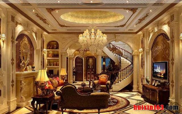 建筑和室内装修装饰的和谐统一性, 这在中式建筑、西式建筑及室内装修装饰中皆如是,源于建筑设计而在办公装修等工装,或别墅装修装饰等家装中产生的设计,也不鲜见,比如质感上,欧式建筑的大气、高雅、富丽堂皇等浓厚氛围,在欧式风格的室内空间中,虽然和室外建筑表面元素不一,也同样俱现着富丽堂皇、高雅贵气等质感氛围。