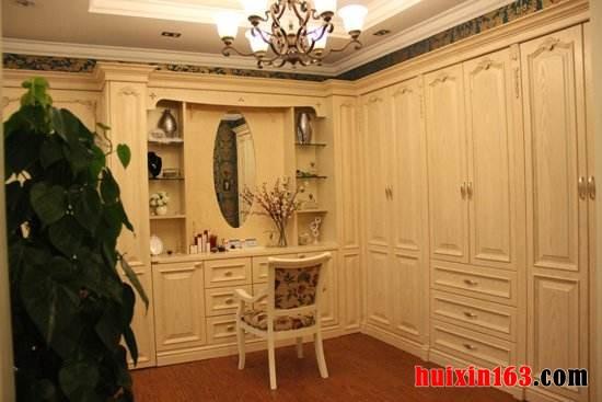 欧式风格办公室装修装饰等工装,或家庭装修装饰等家装中的美式家具