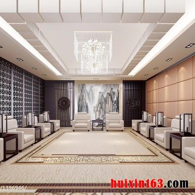 欧式古典风格巴洛克流派的室内装修装饰中,将绘画、雕塑、工艺集中于装饰和陈设艺术上,墙面装饰多以展示精美的法国壁毯为主,同时镶有大型镜面或大理石,色彩华丽且用金色予以协调,构成室内庄重豪华的气氛,所以文艺复兴之后巴洛克艺术,对欧洲建筑室内装饰风格的演变起着至关重要的作用,并形成了法式和英式两种典型的室内装饰流派。