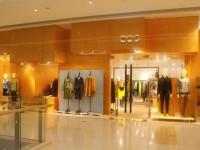 醒目亮丽的服装店装修 (6)
